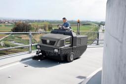 Xe quét rác công nghiệp Karcher - dẫn đầu giải pháp làm sạch đường phố