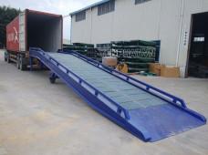 Cầu xe nâng vào container: Cấu tạo, ưu - nhược điểm, giá bán, cách lựa chọn