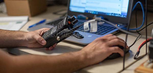 Chúng ta có thể cài đặt tần số thiết bị thông qua phần mềm chuyên dụng