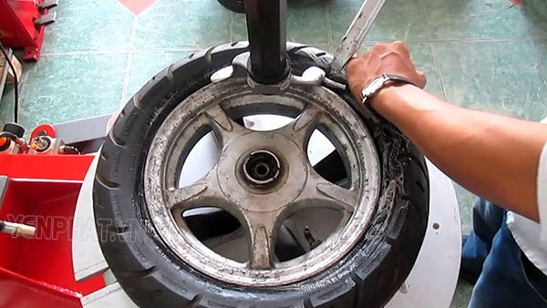 cách lựa chọn máy ra vào lốp