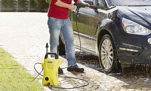Máy phun rửa xe Karcher tiện dụng khi sử dụng
